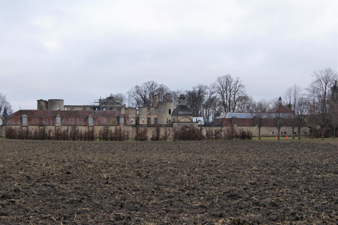Chateau  sur les  chemins de  Vensat