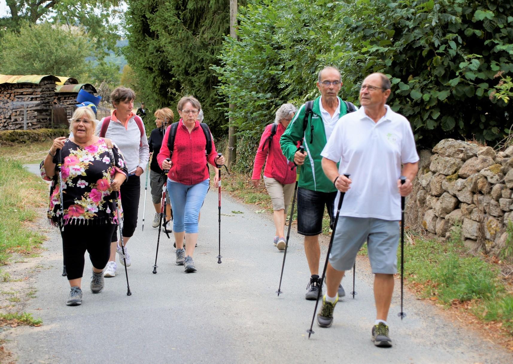 Marcheurs à Chouvigny