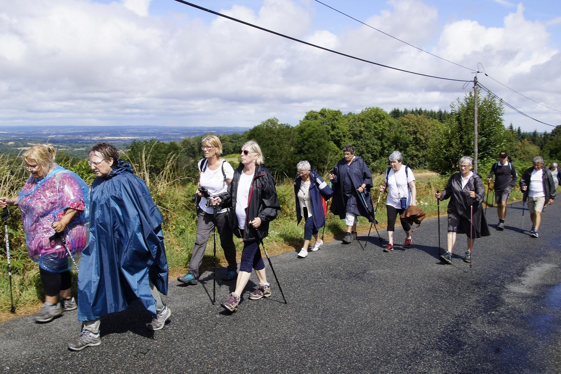 Marcheurs à Toulx ste-croix
