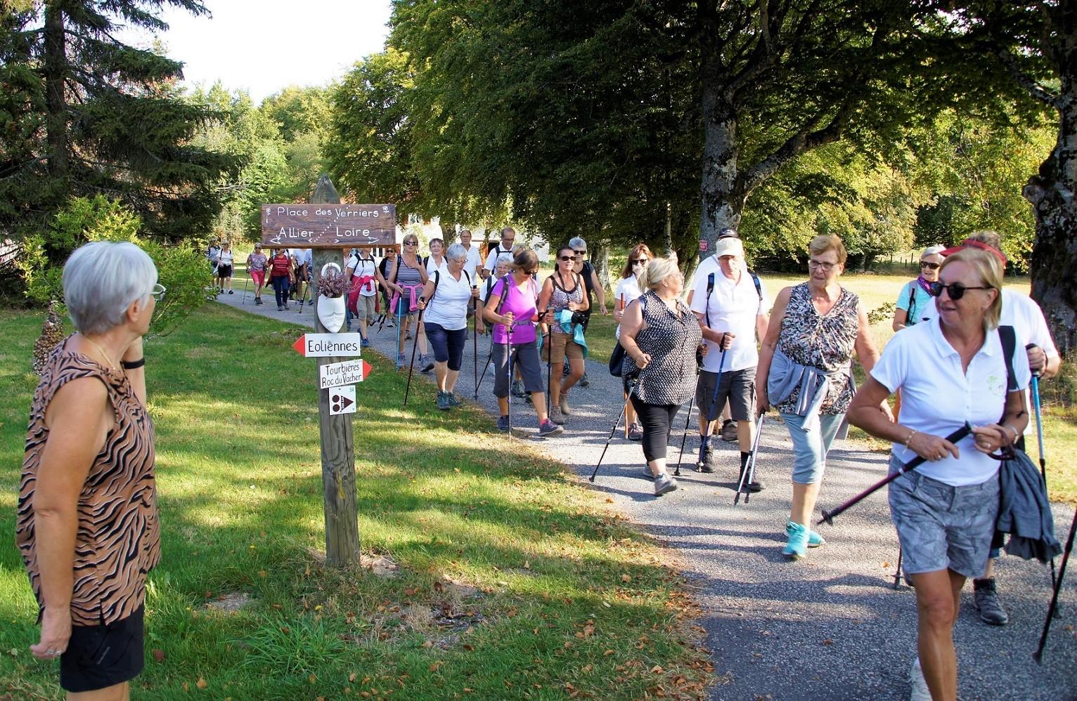 Marcheurs à St Nicolas des Biefs-2