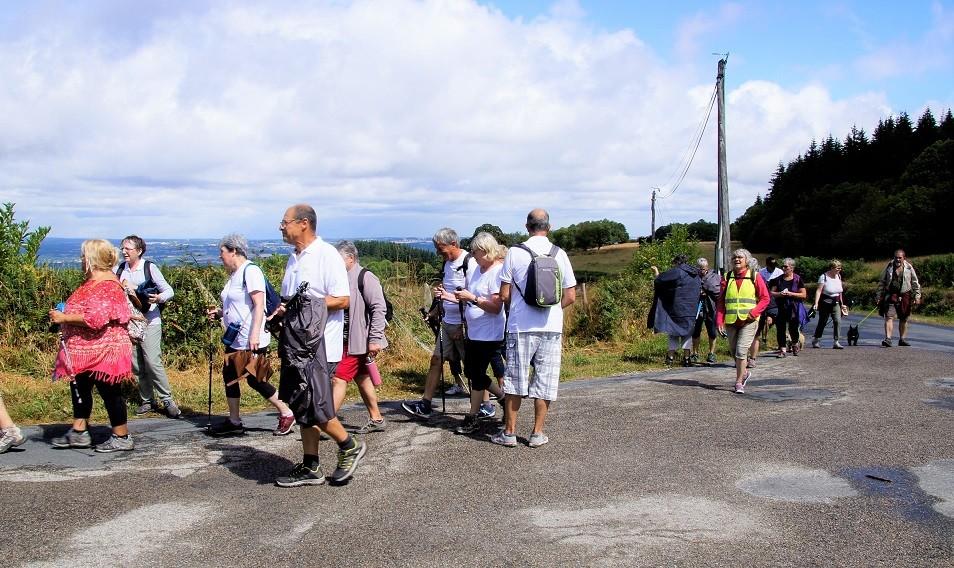 Marcheurs2 à Toulx ste-croix