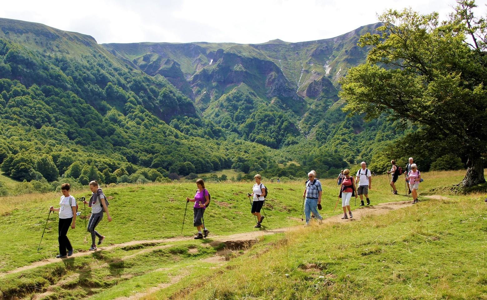 Marcheurs1 dans la vallée de Chaudefour