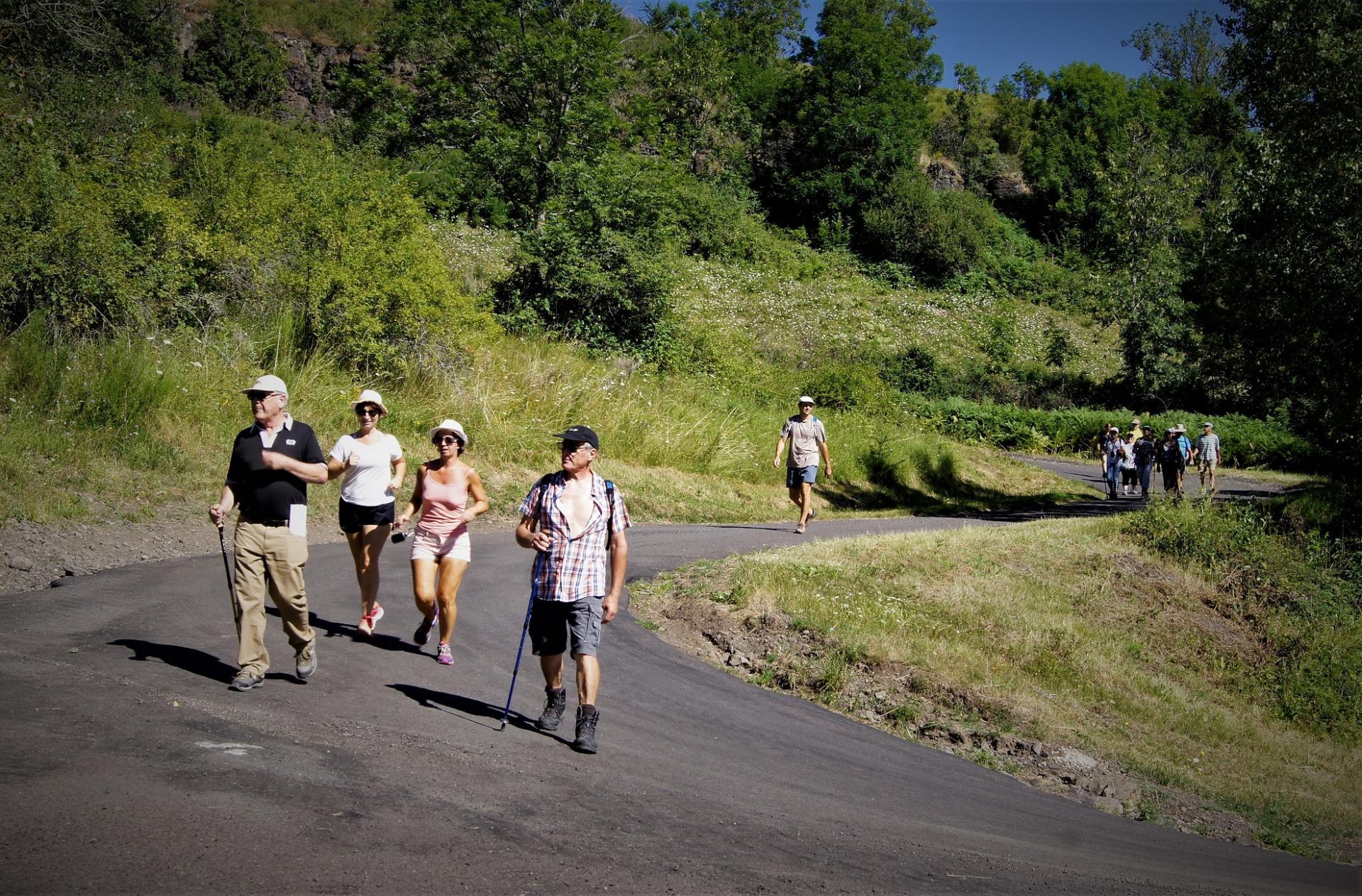 Randonneurs au lac Chambon