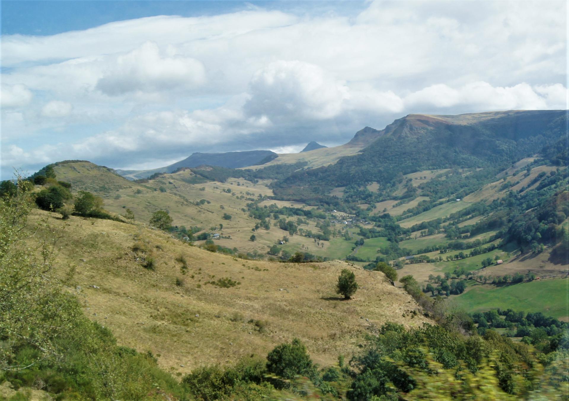 Vallée autour de Salers